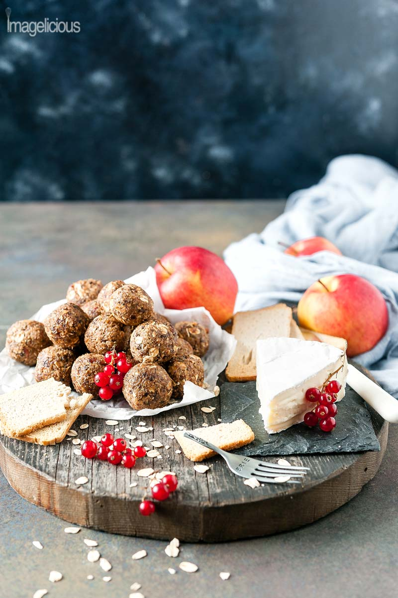 Apple Pie Energy Balls and 16 other refined sugar free snacks recipes. Perfect for school snacks, post work out snacks, or whenever you need an easy snack! Get the recipe round-up on naturallysweetkitchen.com #schoolsnacks #healthysnacks #naturallysweetkitchen #preworkoutsnacks #refinedsugarfree