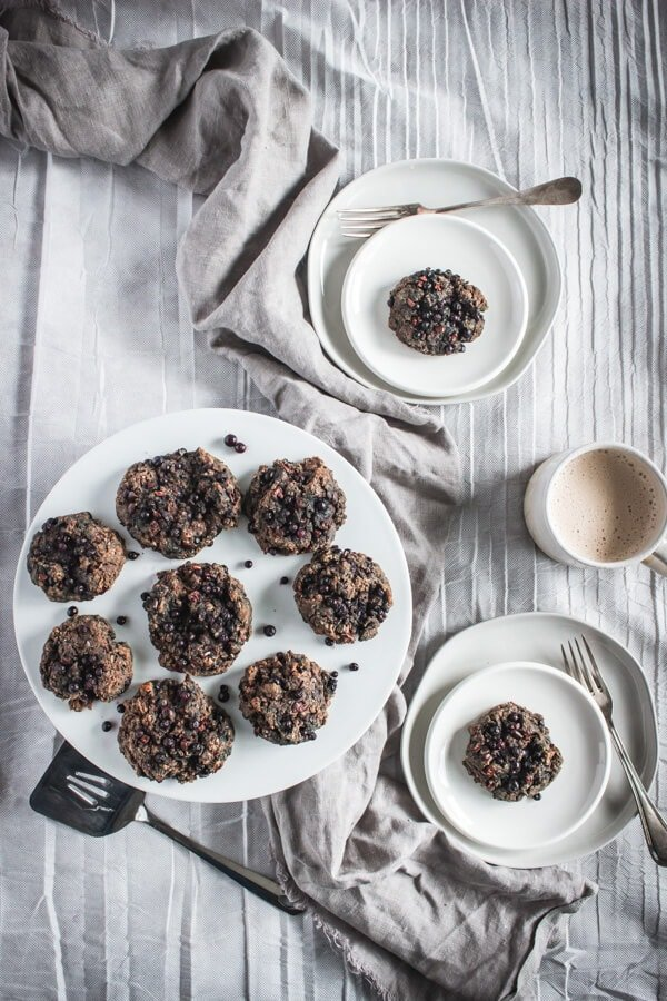Superfood Morning Scuffins and 16 other refined sugar free snacks recipes. Perfect for school snacks, post work out snacks, or whenever you need an easy snack! Get the recipe round-up on naturallysweetkitchen.com #schoolsnacks #healthysnacks #naturallysweetkitchen #preworkoutsnacks #refinedsugarfree