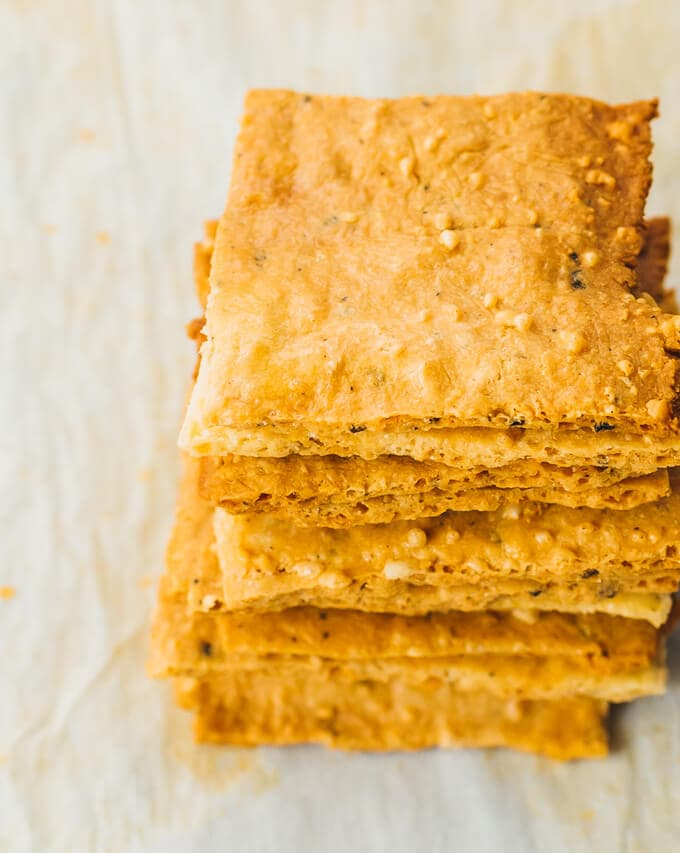 Low Carb Crackers and 16 other refined sugar free snacks recipes. Perfect for school snacks, post work out snacks, or whenever you need an easy snack! Get the recipe round-up on naturallysweetkitchen.com #schoolsnacks #healthysnacks #naturallysweetkitchen #preworkoutsnacks #refinedsugarfree