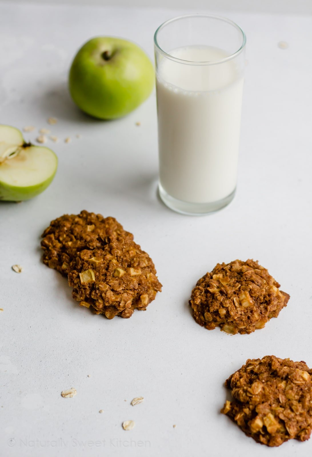 Looking for a great fall baking recipe? These Apple Crumble Cookies bring together the best things of the season: fresh, tart apples and sweet crumble topping. Made with natural ingredients and refined sugar free with a vegan option. Get the recipe at naturallysweetkitchen.com #naturallysweetkitchen #applerecipes #applecrumble #healthyapplerecipe #cookies