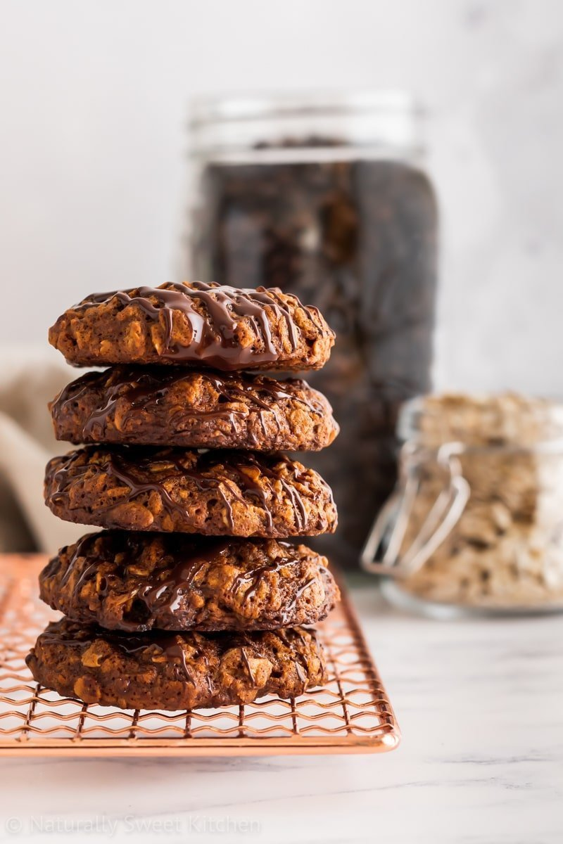 Chewy and naturally sweet cinnamon and espresso flavoured oatmeal cookies.