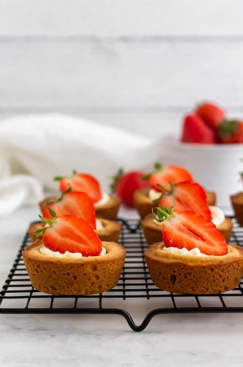 This easy cookie cups recipe is inspired by summer strawberry shortcake.