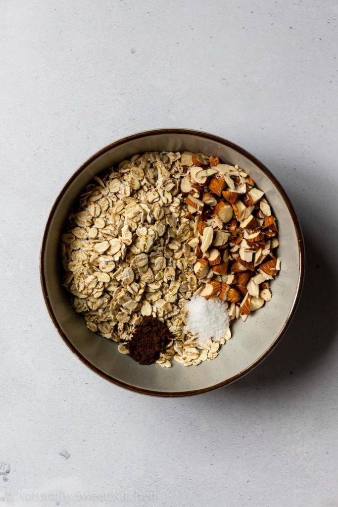 step 1a: the dry ingredients are placed into a bowl